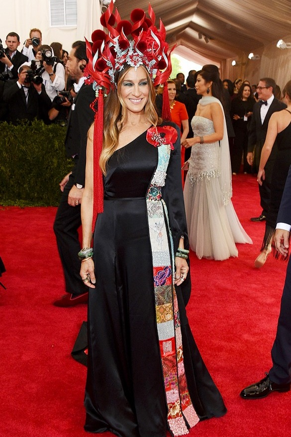 EXCENTRIC SJP- Philip Tracey hat; H&M dress; Cindy Chao brooches; Fred Leighton jewelry buna