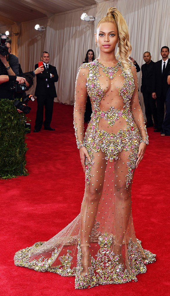 PROST Beyonce- Givenchy dress