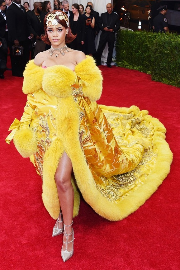 PROST Rihanna- Guo Pei dress